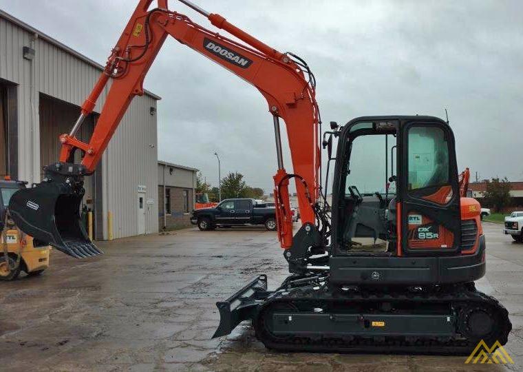 18,000 lb. Doosan DX85R-3 Hydraulic Excavator 0