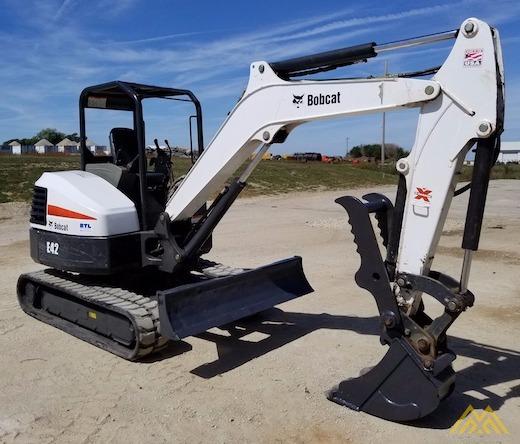 4,600 lb. Doosan E42 Mini Excavator 0