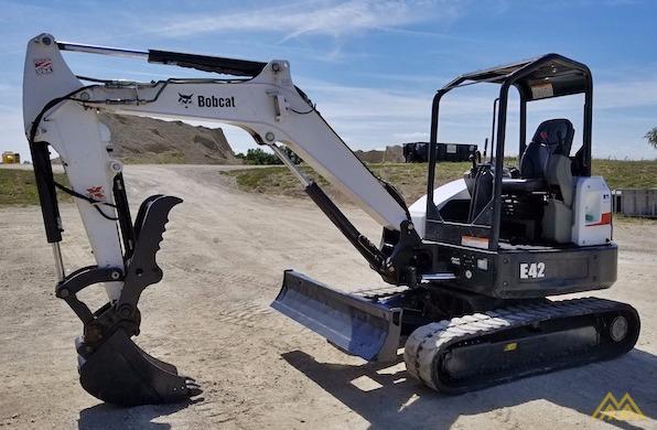 4,600 lb. Doosan E42 Mini Excavator 1
