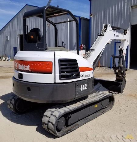 4,600 lb. Doosan E42 Mini Excavator 3