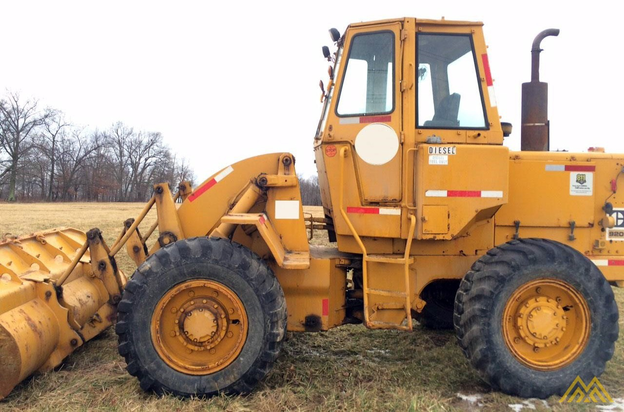 CAT 920 Wheel Loader 1