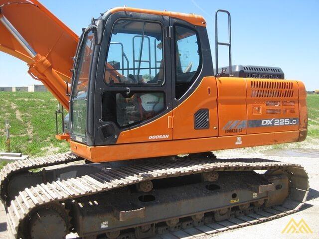 Doosan DX225LC-3 Hydraulic Excavator  0