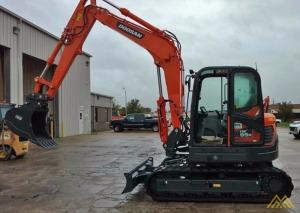 18,000 lb. Doosan DX85R-3 Hydraulic Excavator