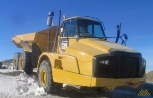 CAT 735B Articulating Dump Truck in Quebec