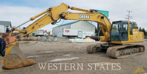 Deere 200C LC crawler excavator with 24