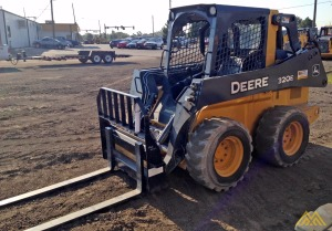 Deere 320E Skid Steer Loader