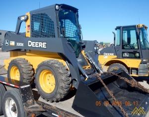 Deere 320E Skid Steer Loader