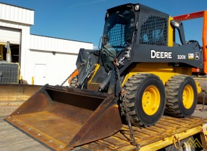 John Deere 320E Skid Steer Loader