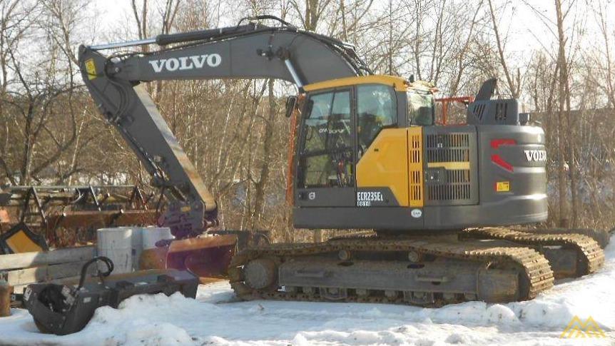 Volvo ECR235EL Compact Excavator 1